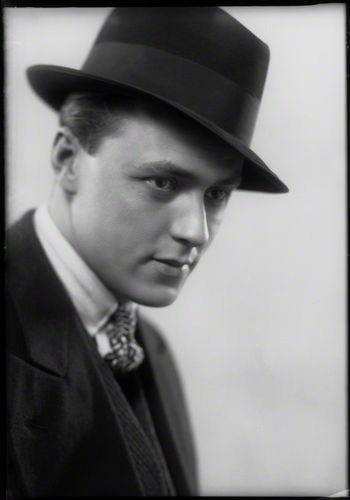 Eliot Hodgkin by Howard Coster
